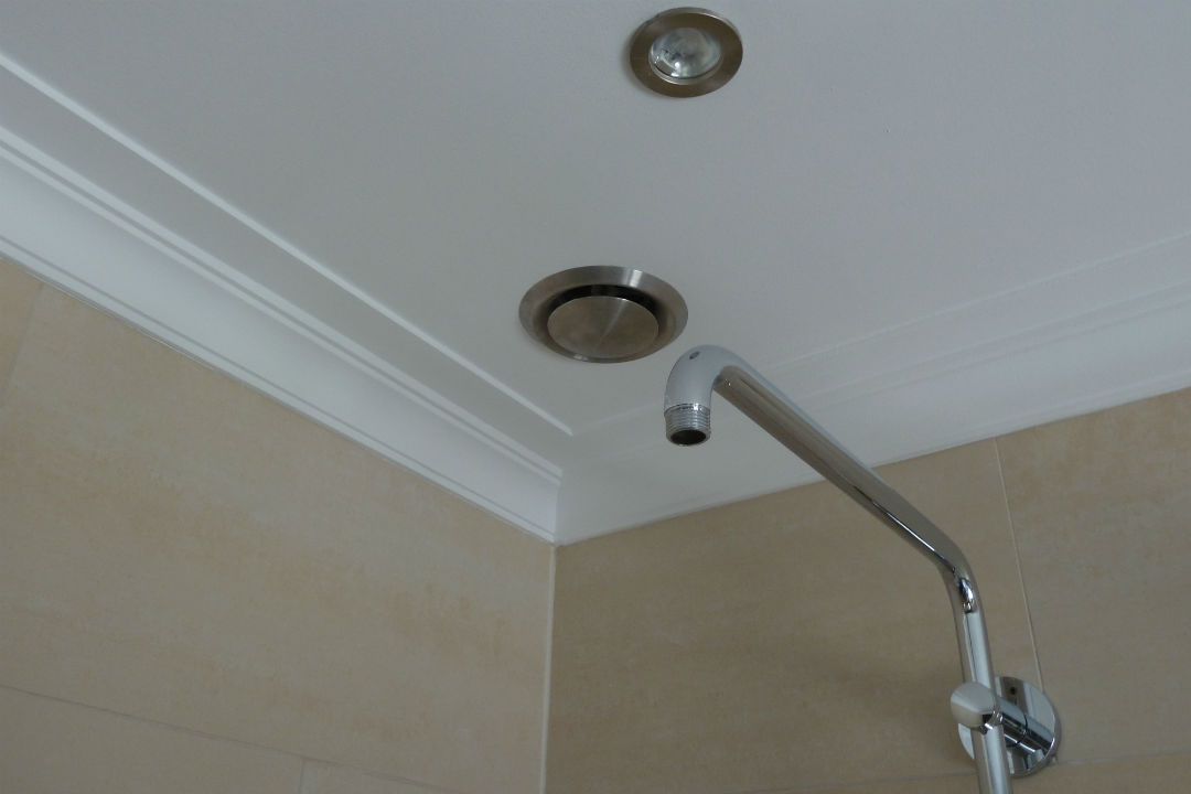 Badkamer-lijstwerk-plafond